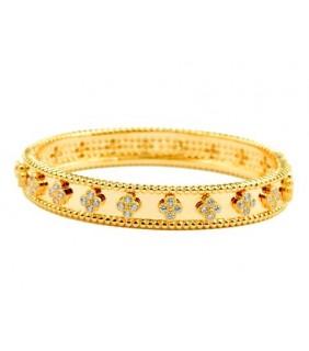 Van Cleef & Arpels Perlee Clover Bracelet in 18kt Yellow Gold with Diamonds