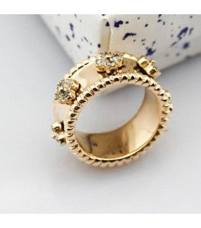 Van Cleef & Arpels Perlee Clover Ring in Yellow Gold with Diamonds, Small Model