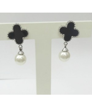 Van Cleef & Arpels Perlee Earrings in 18kt Pink Gold with Clover Diamonds
