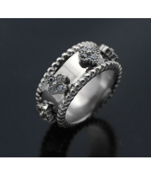 Van Cleef & Arpels Perlee Clover Ring in White Gold with Diamonds, Small Model