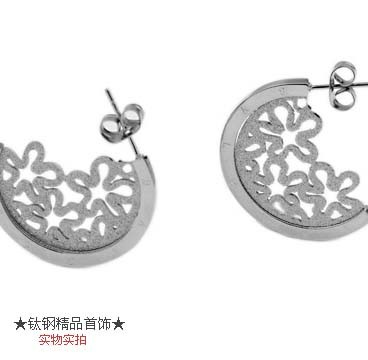 Bvlgari Hollow Tiffany Flower Earrings in 18kt White Gold