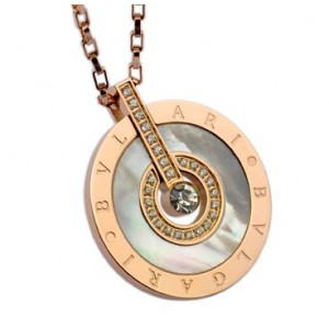 Bvlgari Necklace in 18kt Pink Gold Paved With Diamonds and Mothe