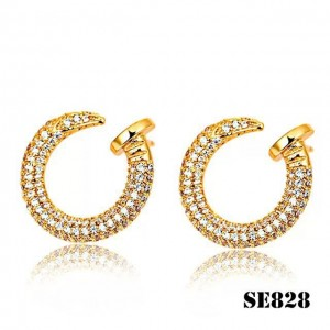 Juste un Clou Earrings in Yellow Gold with Diamonds