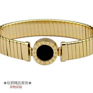 Bvlgari Tubogas in 18kt Yellow Gold with Black Onyx